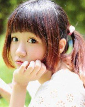 甜美齐刘海长发扎双马尾发型 小清新最迷人