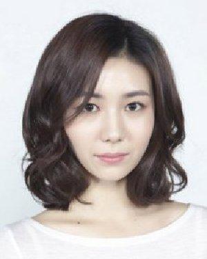 情人节必修卷发教程 韩式短卷发发型设计