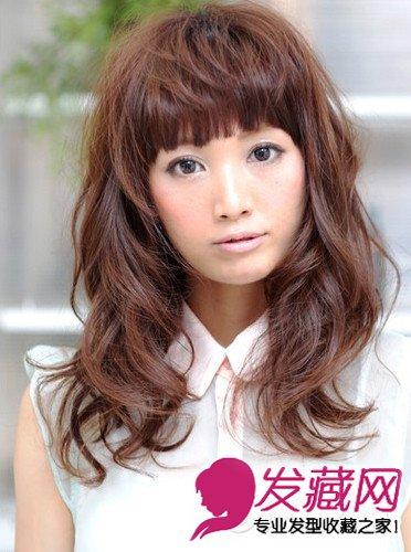 中分的离子烫发型图片 女生卷发更显淑女