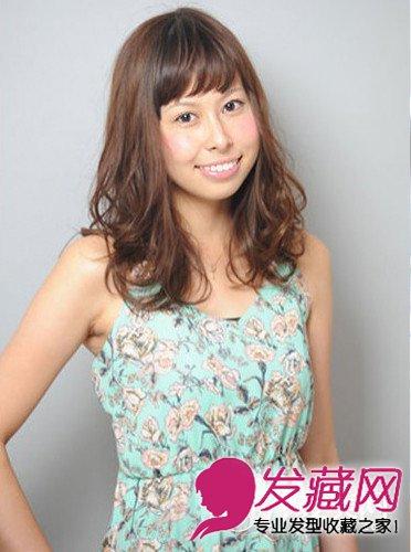 中分的离子烫发型图片 女生卷发更显淑女(5)