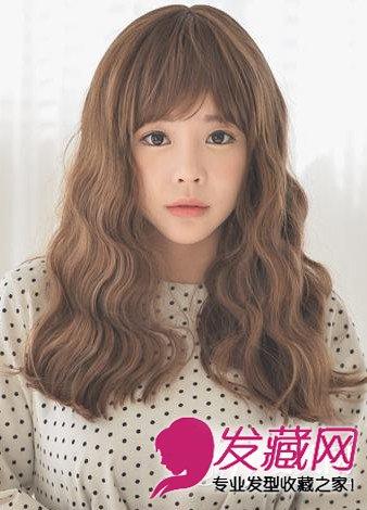 女生蛋卷烫发型图片 中分韩式蛋卷头发型 7图片