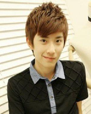男生时尚烫发发型 斜刘海个性长发发型图片