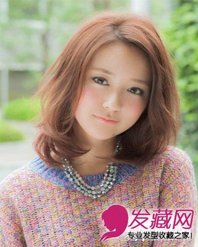 发型 微卷发稍中发发型(2)  导读:斜分内卷 短发 头发用自然的大卷图片