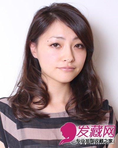 尖下巴适合什么发型 微卷发稍中发发型(5)