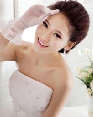 最新新娘发型图片 无刘海低盘发幸福造型