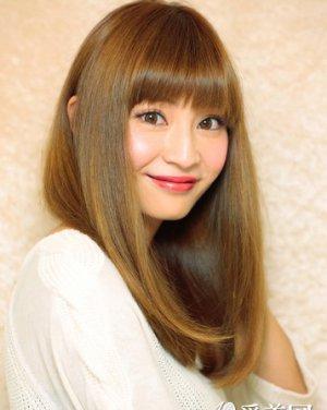 齐刘海长发发型图片 发尾内扣长直发发型图片