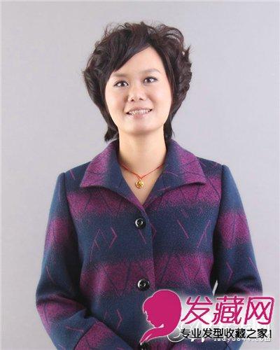 中年妇女发型设计 斜梳柔顺短烫发发型(5)