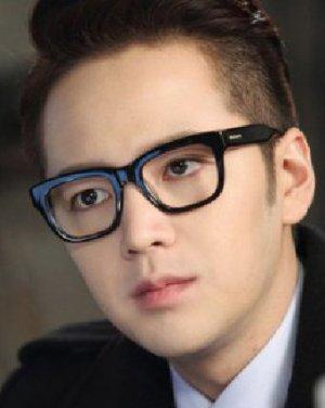 张根硕最新短发 韩式男发型熟男魅力大爆发