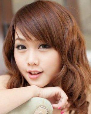 女生发型设计与脸型搭配 甜美的中卷发发型图片