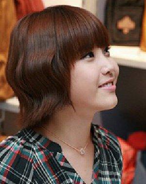 齐刘海短发烫发发型 时尚减龄最流行短发