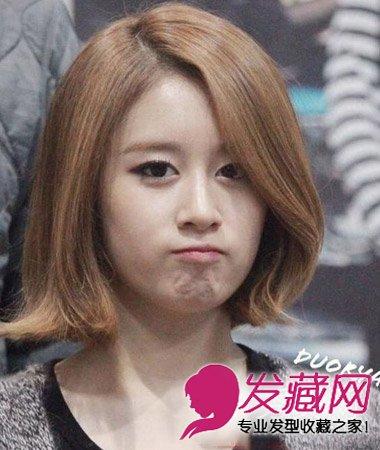 齐刘海短发烫发发型 时尚减龄最流行短发(4)图片
