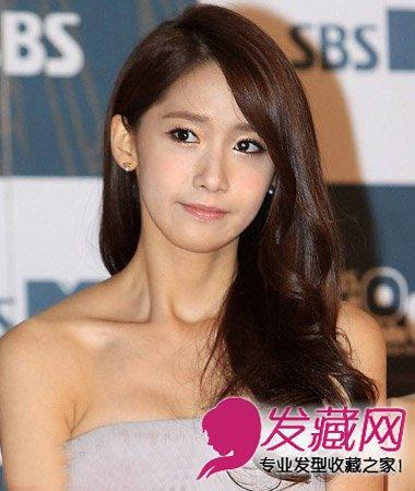 最新韩式卷发发型图片 中分水波纹烫卷发发型(2)图片