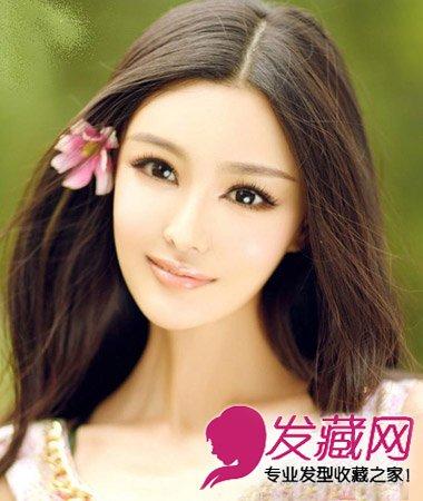 这款无刘海的韩式中分披肩发发型,给人极具知性柔美的淑女气质图片