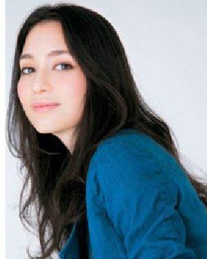 韩国女生OL短发发型 栗色蛋卷烫