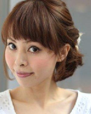 齐刘海卷发盘发发型图片 美眉春夏变美首选