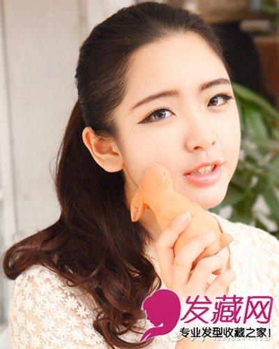 > 斜刘海梨花头 脸大适合什么发型(6)  导读:无刘海高扎马尾 圆脸女生