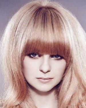 脸圆适合的发型 分长发梨花头发型