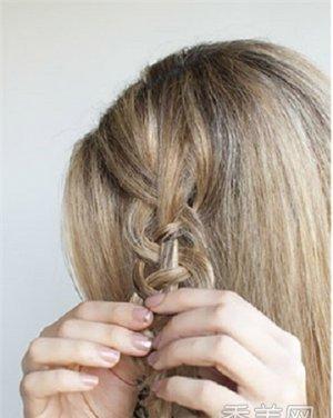 好看蝎子辫 卷发发型设计 造型更加整体气质感图片