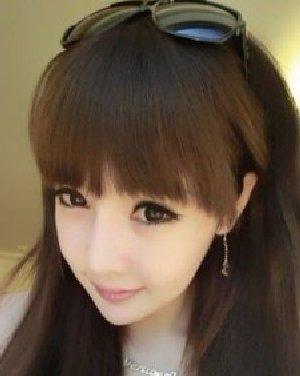 大圆脸适合淑女发型 长长的直发发型气质时尚