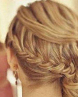 下面这款马尾辫扎发发型一起来学习一下吧,只需简单6部就能学会.