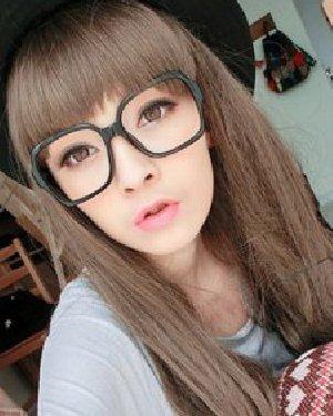 2015方脸女生流行什么发型 齐碎刘海长直发发型图片