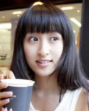 女生黑色头发适合什么发型 瓜子脸型的直发发型