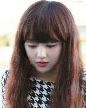 娃娃脸女生时尚卷发发型设计图片 做出精致脸型