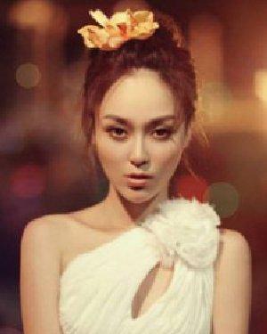 简单韩式盘发发型 气质减龄满满女人味