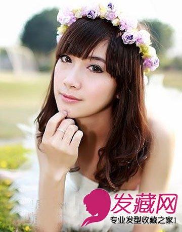 时尚丰盈更能凸显女生个性优雅,棕栗色凸显白皙肤色,显嫩的齐刘海花环