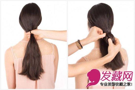 将头发中分,所有头发在脑后绑一个低低的马尾,用皮筋绑两圈,第二