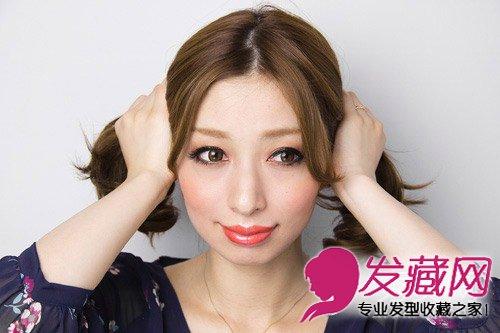 好看 甜美编发盘发图解(3)  导读:中分发型扎法教程: step1:将头发