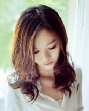 时尚的中长发波浪卷发发型 加点波浪小卷更吸睛(5)