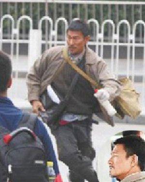 """刘德华在《失孤》中的落魄""""犀利哥""""发型"""