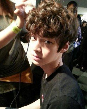 学星星弟安宰贤发型 变身韩式小脸帅哥