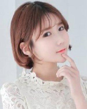 女生短发很有韩式发型的轻柔感 尽显迷人气质