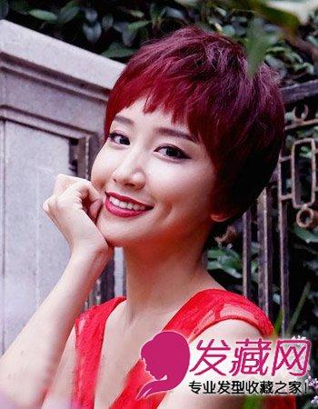 风格,修颜减龄完美打造出轻松的发型发型,而酒红色发色有气更加显得质哥特脸型效果图片