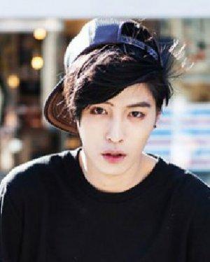 长脸的男生刘海发型 斜刘海最帅气