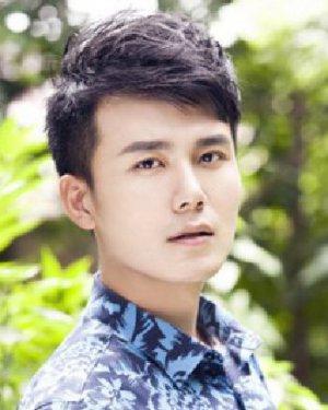 斜刘海的短发发型 帅气短发凸显文艺范(7)