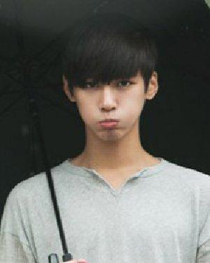 > 韩国男生发型  日期: 14-09-12 点击: 17360 明显的倒三角脸型与嘟图片