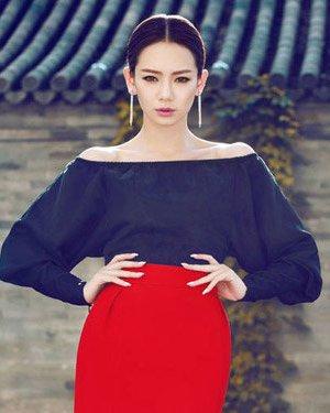 杨幂戚薇陈意涵 当红童颜女神中分盘发发型