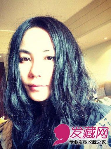知性的中长发型 中分的长刘海发型图片