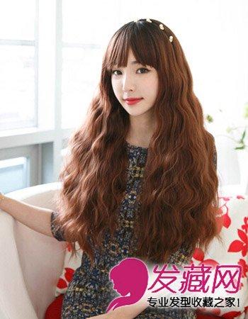 发型网 女生发型 中长发型 > 中长的韩式蛋卷头发型 中长发更流行(7)