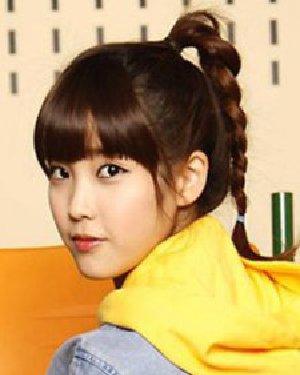 适合校园MM的简单长发扎法 甜美可爱的少女系发型