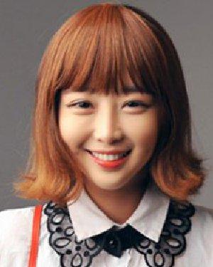 平刘海显出甜美可人的气质 短发外卷最时髦