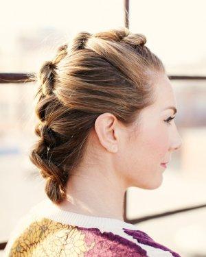 时尚与气质的盘发发型 秋季扎起来的时尚