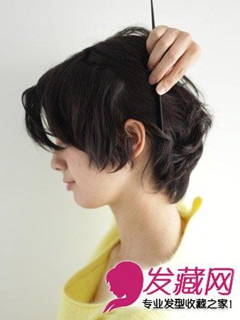 短发怎么扎起来 刘海编发简单有型(5)  导读:step3:将耳朵后方的头发