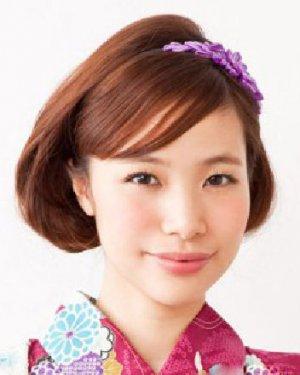 今天,秀美发型栏目小编就来教大家扎一款超仙 的波西米亚风编发发型图片