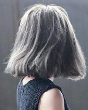 浅灰色的染发颜色 齐肩的短发发型