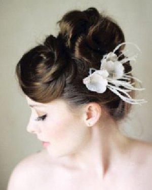 新娘头饰怎么戴最好看 轻松自在中散发自然魅力