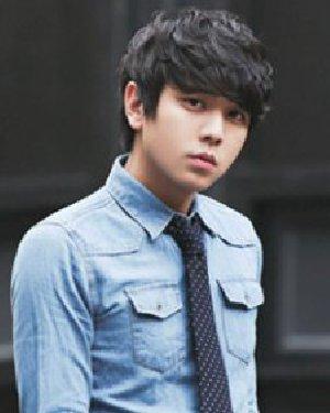 2015新款韩国男生发型 时尚的男生纹理烫发型